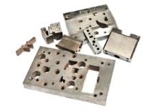 Ansicht verschiedener CNC-Frästeile aus Stahl