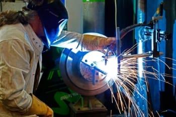 Grün Mechanik GmbH bietet Auftragsschweissen im Lohn an