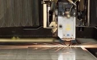 Laser-Blechbearbeitung mit Schneiden, Stanzen und Schweißen