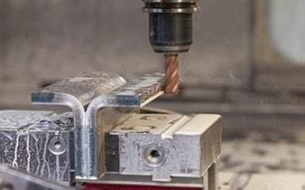 CNC-Zerspanung mit Drehen, Fräsen und Bohren