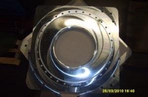 Ansicht einer Grundplatte aus Edelstahl für den Maschinenbau