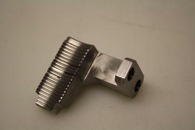 Fräsen und Kanten von Metall in Lohnfertigung